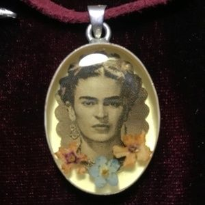 Jewelry - Frida Kahlo memorial necklace w/real dried flowers